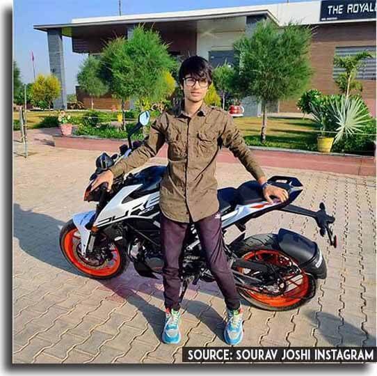 Sourav Joshi with his bike KTM Duke 200